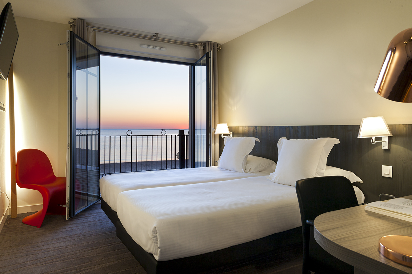 chambre prestige hotel clarion collection restaurant les flots face mer chatelaillon plage. Black Bedroom Furniture Sets. Home Design Ideas